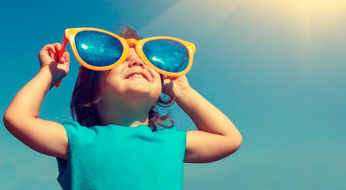 ¿Cómo evitar los golpes de calor en bebés y niños?