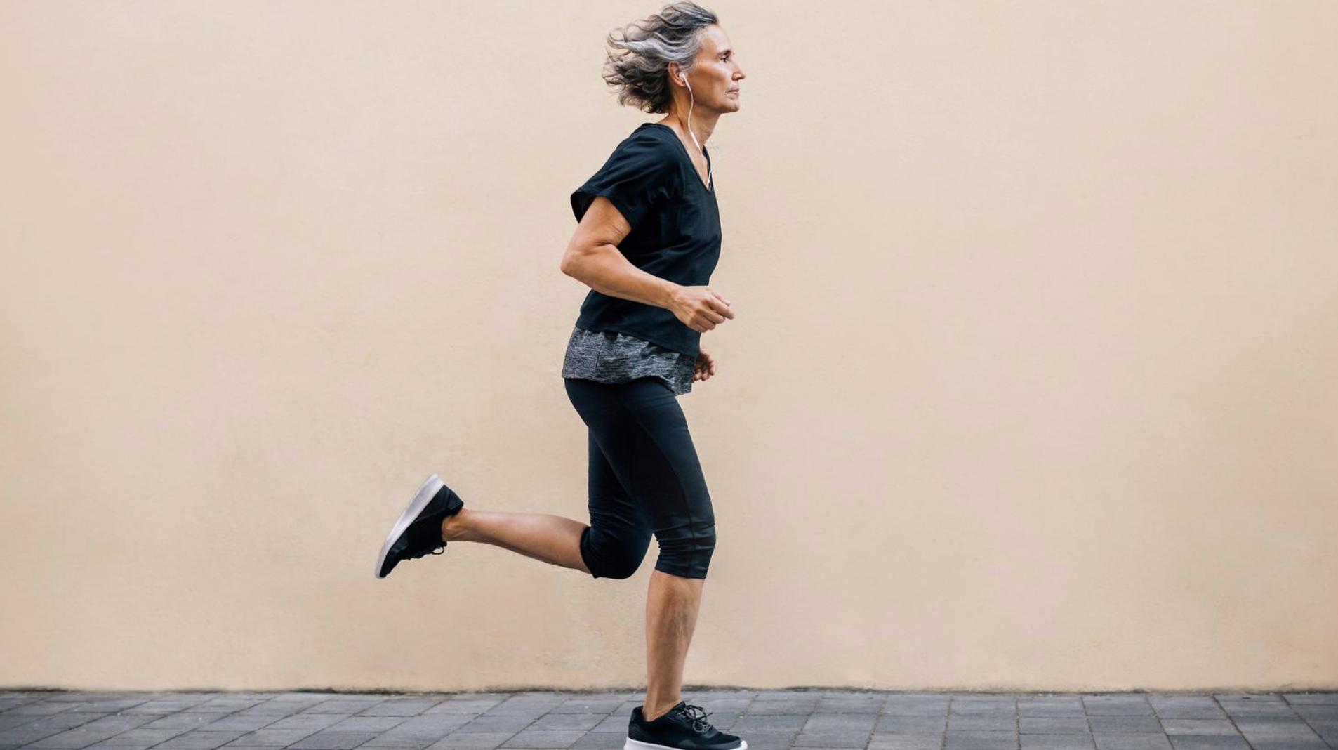 Los sedentarios tienen el doble de probabilidades de padecer enfermedades cardíacas, afirma estudio