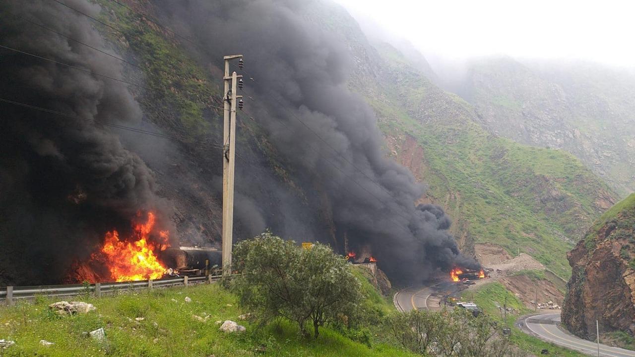 Seis camiones con combustible se incendian en plena Carretera Central y bloquean el tránsito