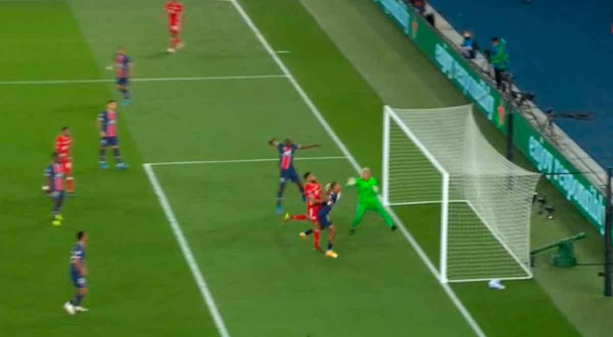 ¡Golpeó el Bayern! Choupo-Moting puso el 1-0 para los bávaros que fallaron goles ante PSG