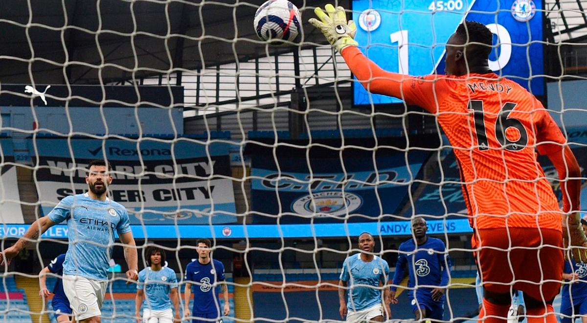 Sergio Kun Agüero quiso picar penal, pero Mendy lo adivinó en el Manchester City vs. Chelsea