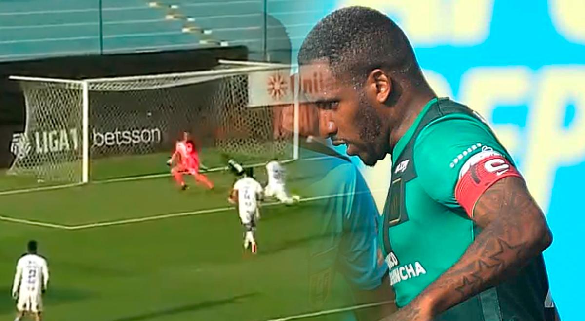 A bañarse en ruda: Jefferson Farfán, solo de cara al gol, falló con remate al palo
