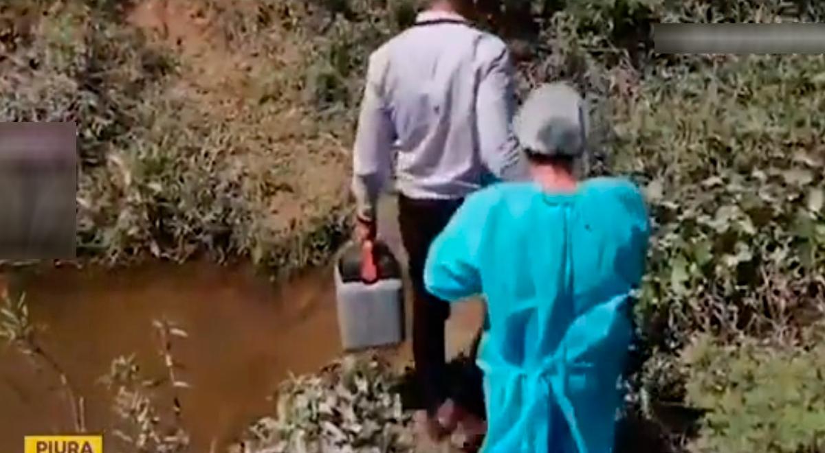 Vacunación Covid-19: Enfermera cruza acequias para inocular a adultos mayores de caseríos en Piura