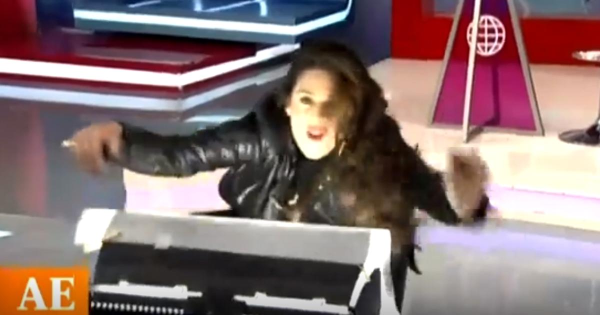 Rebeca Escribens sufre percance en vivo y casi bota tacho de luz tras bailar 'Grease' [VIDEO]