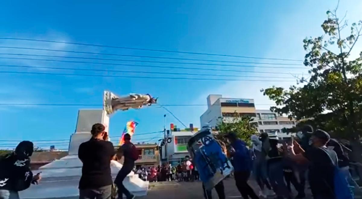 Colombia: manifestantes derrumban la estatua de Cristóbal Colón en Barranquilla